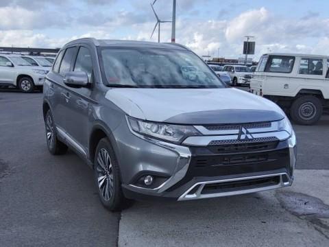 Mitsubishi outlander  4wd 2.5L l petrol/essence