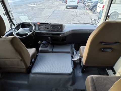 Toyota Coaster 30 Seats 4.2L  Luxe 4X2 import / export